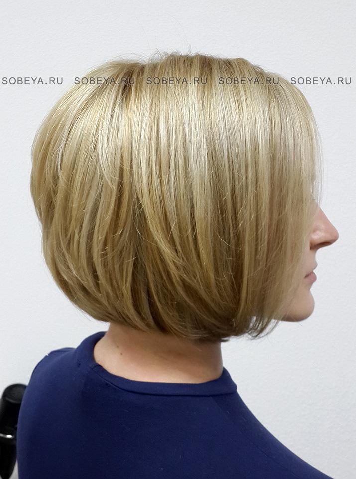 Стрижка на волосы средней длины Стрижка с открытой шеей
