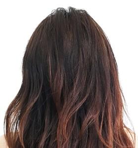 темный четиреколор на волосах вблизи